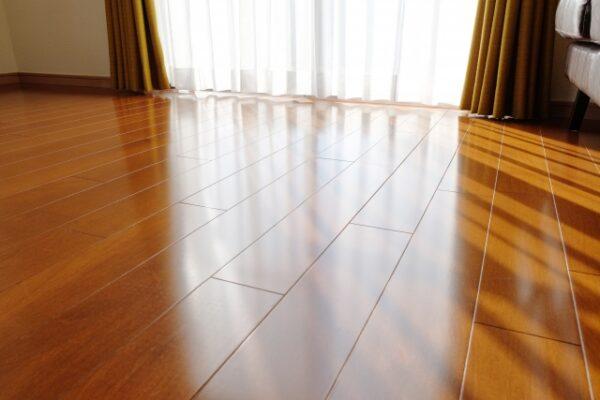 大工が教えるDIYで床をフローリング材に張替える方法とは?